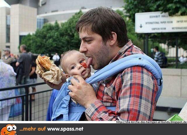 Vater leckt Baby ab. | Lustige Bilder auf Spass.net